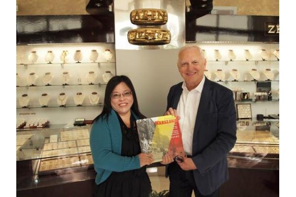 波蘭華沙拜訪當地著名珠寶手飾商。
